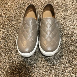 Quilted-style shoes